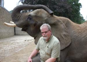 Bruno_Hensel_mit_Elefantendame_im_Zoo_Wuppertal_Copy_GDZ